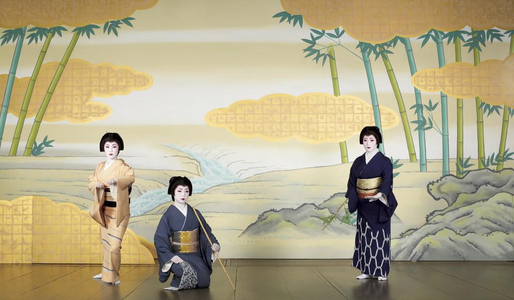Geiko Mariko san(left),Hinagiku san and Tsunemomo san